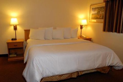 Guesthouse International Inn & Suites - Room
