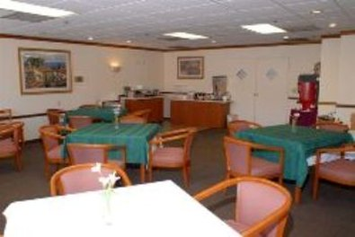 Guesthouse International Inn & Suites - Breakfast Room
