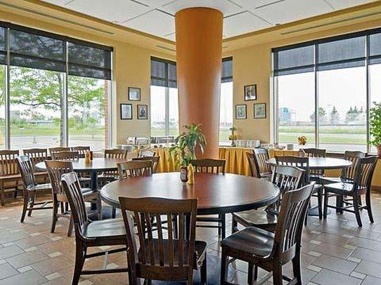 Quality Suites Montreal Aeroport Gastronomi