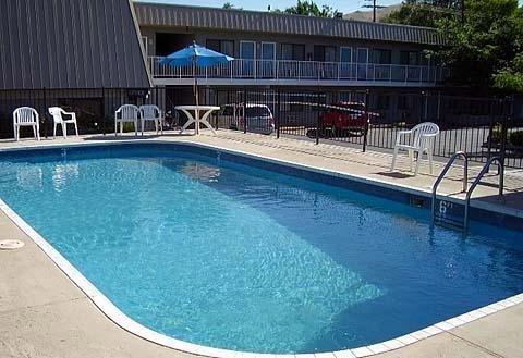 Quality Inn Trailside Inn Billede af pool