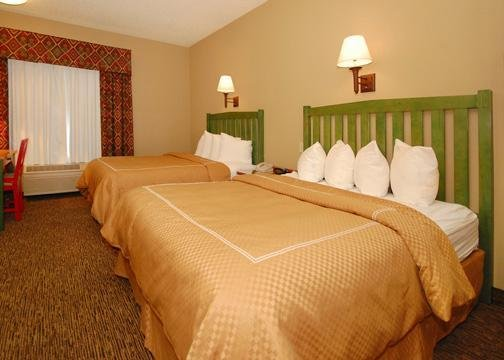 Comfort Suites Lake Country - Pewaukee, WI
