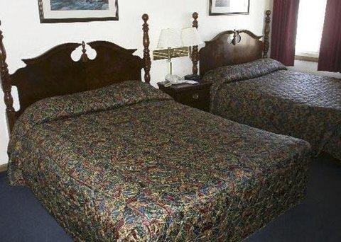 Rodeway Inn & Suites Eau Claire - Guest Room