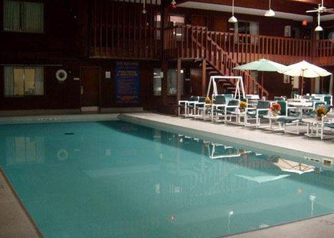 Rodeway Inn & Suites Eau Claire - Pool