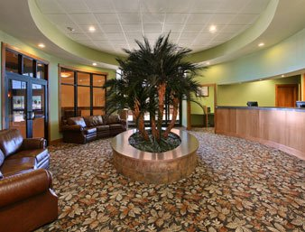 Ramada Tropics Resort / Conference Center Des Moines - Lobby