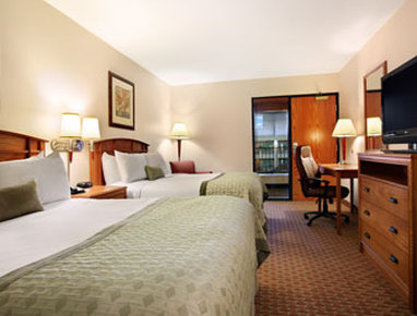 Ramada Tropics Resort / Conference Center Des Moines - Standard Two Double Bedroom