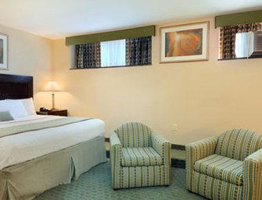 Ramada Jamaica/Queens - Suite