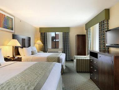Ramada Jamaica/Queens - Standard Two Double Bed Room