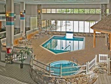 Ramada Biltmore West Hotel - Pool