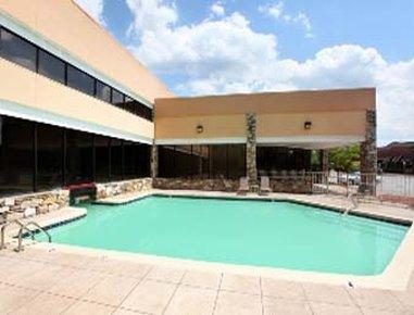 Ramada Biltmore West Hotel - Outdoor Pool
