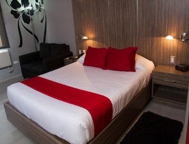Ramada Encore Chihuahua - Queen Bed Standard Room