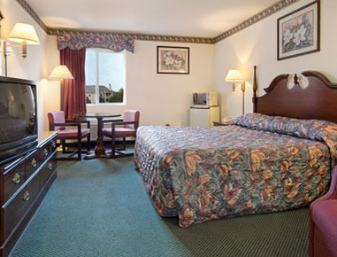 Super 8 Motel Naperville Aurora - Standard King Bed Room with MicroFridge