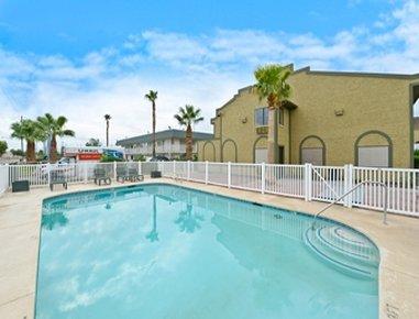 Super 8 Blythe - Outdoor Pool