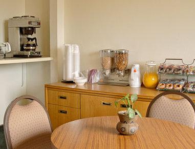 Super 8 Motel - Cos/Hwy. 24 E/Pafb - Breakfast Area