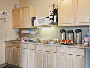 Super 8 Dodge City - Breakfast Area