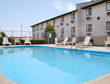 Super 8 Dodge City - Pool