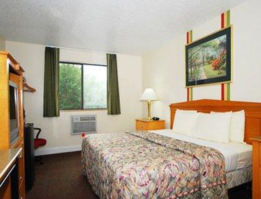 Super 8 Anderson/Clemson Area - Standard King Bed Room