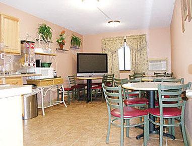 Super 8 Elkhart - Breakfast Area