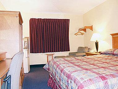 Super 8 Elkhart - Standard King Bed Room With Micro Fridge
