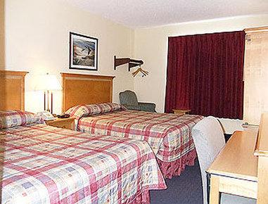 Super 8 Elkhart - Standard Two Queen Bed Room