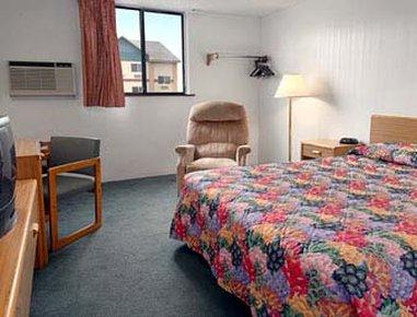 Super 8 Glendive - Standard Queen Bed Room