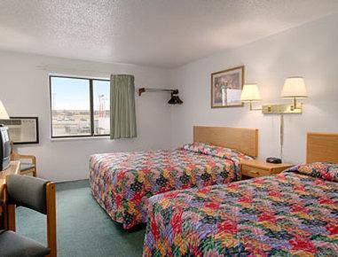 Super 8 Glendive - Standard Two Queen Bed Room