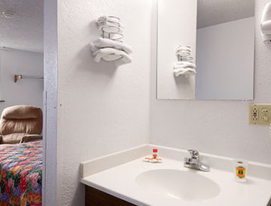 Super 8 Glendive - Bathroom