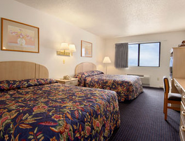 Super 8 Hartford - Standard Two Double Bed Room