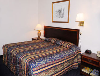 Super 8 Hartford - Guest Room