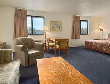 Super 8 Davenport Hotel - Suite