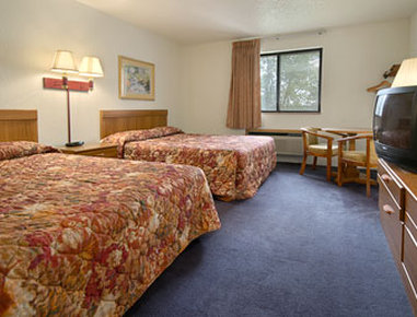 Super 8 Davenport Hotel - Standard Two Queen Bed Room