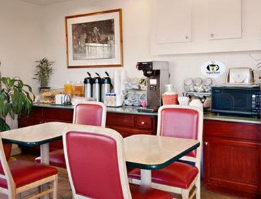 Super 8 Colorado Springs/Afa Area - Breakfast Area