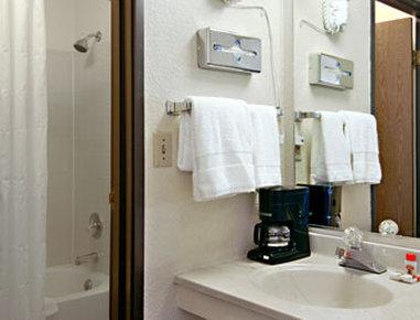 Super 8 Colorado Springs/Afa Area - Bathroom