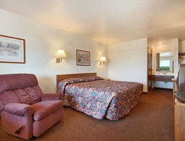 Super 8 Goodland - Standard King Bed Room