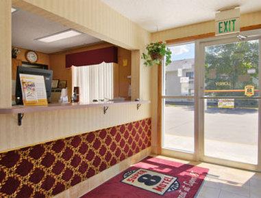 Super 8 Grand Forks - Lobby