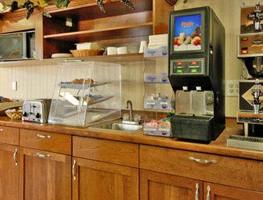 Super 8 Grand Forks - Breakfast Area