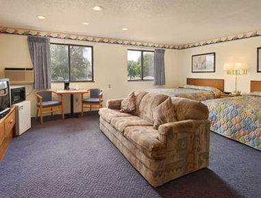 Super 8 Grand Forks - Suite