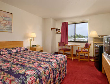 Super 8 Devils Lake - Standard Queen Bed Room