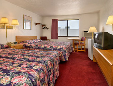 Super 8 Devils Lake - Standard Two Double Bed Room