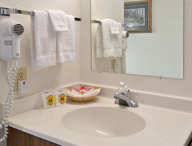 Super 8 Kalispell Glacier Intl Arpt Area/Mt - Bathroom