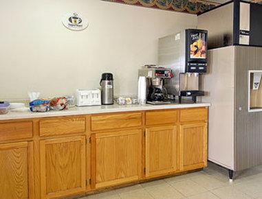 Super 8 Austin MN - Breakfast Area