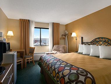 Super 8 Alexandria MN Hotel - Standard King Bed Room