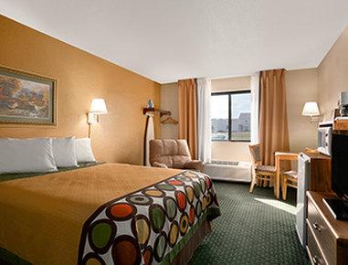 Super 8 Alexandria MN Hotel - Standard Queen Bed Room