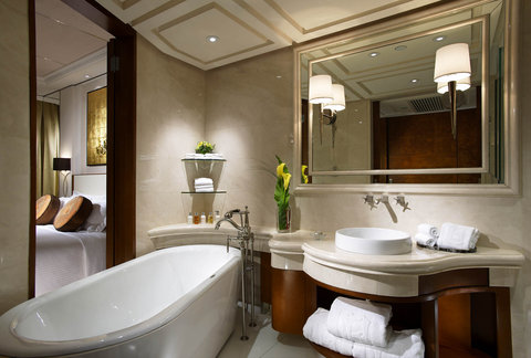 The Langham, Hong Kong - Grand City View Room Bathroom