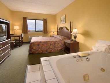 Super 8 Henrietta Rochester Area Hotel - Jacuzzi Suite