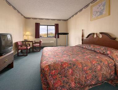Super 8 Henrietta Rochester Area Hotel - Standard King Bed Room