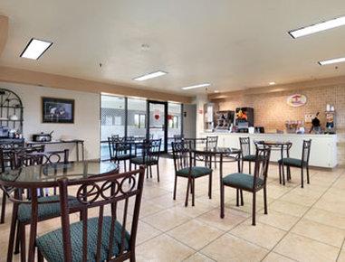 Super 8 Spokane/West - Breakfast Area