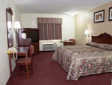 Super 8 Clinton - One Bed Guest Room