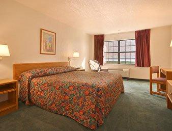 Super 8 Sulphur - Standard King Bed Room