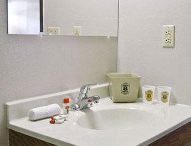 Super 8 Albany - Bathroom