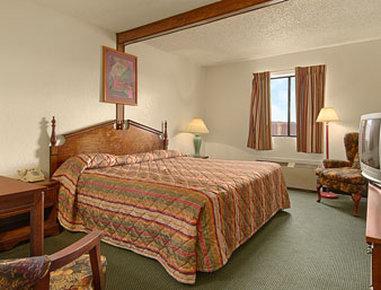 Super 8 Gallup - Standard Queen Bed Room